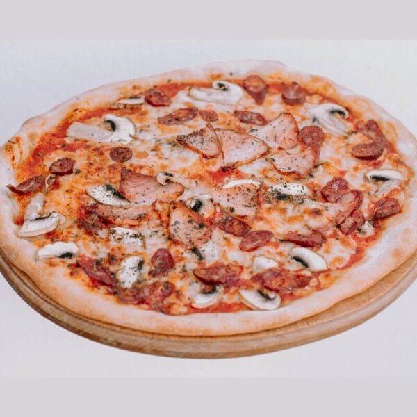 Піца з боварськими ковбасками